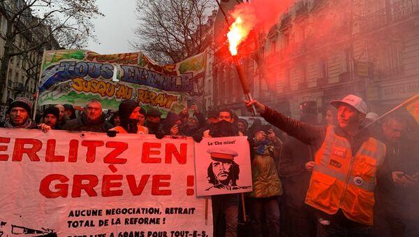 Manifestation à Paris contre la réforme des retraites, place de la Nation, 12 décembre 2019 - Sputnik France