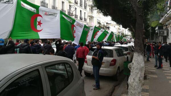 Manifestation à Alger après l'annonce des résultats de l'élection présidentielle - Sputnik France