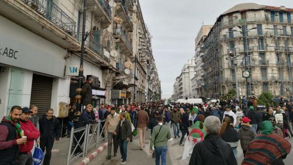 Manifestation à Alger après l'annonce des résultats de l'élection présidentielle, 13 décembre 2019 - Sputnik France