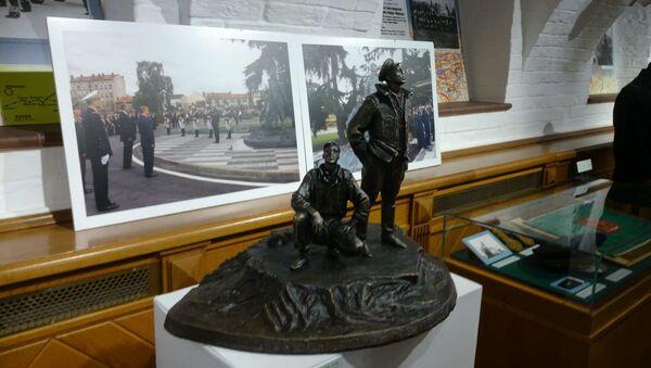 Petite réplique du monument au régiment Normandie-Niemen exposée à Moscou - Sputnik France