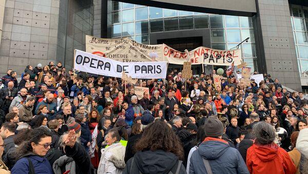 Une manifestation retraite Opéra de Paris - Sputnik France