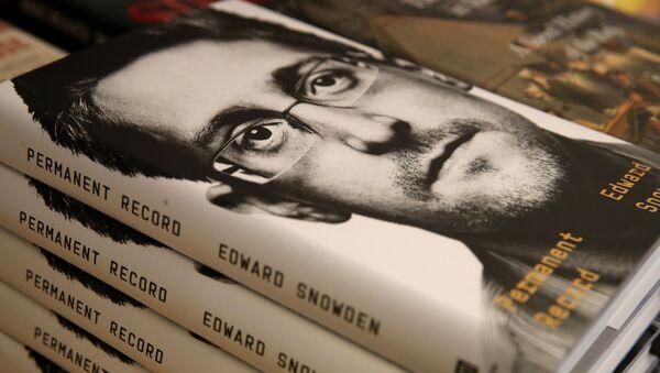 Le livre d'Edward Snowden Mémoires vives (Permanent Record) - Sputnik France