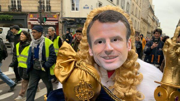 Les Gilets Jaunes rendent un royal hommage à Macron, 21 décembre 2019 - Sputnik France