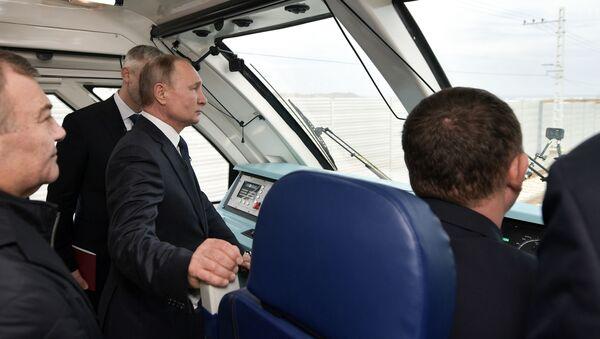 Vladimir Poutine a inauguré la partie ferroviaire du pont de Crimée - Sputnik France