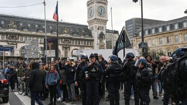 Des policiers mobilisés pour la manifestation du 23 décembre 2019, à la gare de Lyon - Sputnik France