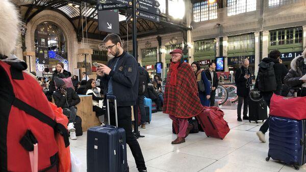 Pere Noel a la Gare - Sputnik France