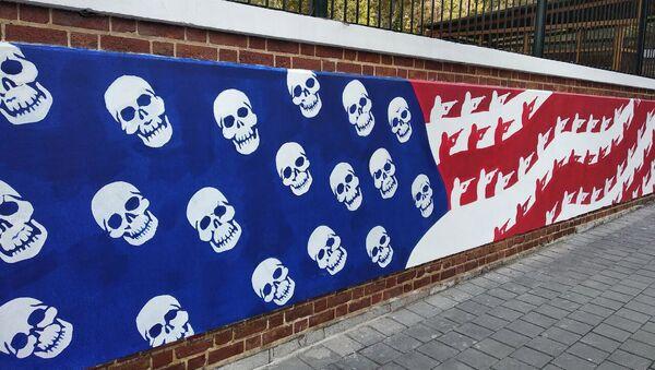 Graffitis sur les murs de l'ancienne ambassade US à Téhéran - Sputnik France