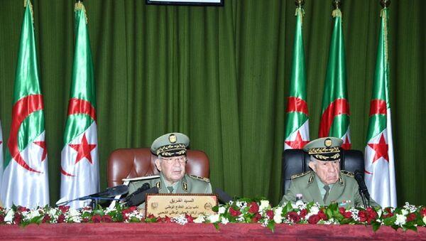 Le général de corps d'armée Ahmed Gaïd Salah et son successeur le général major Saïd Chengriha  - Sputnik France