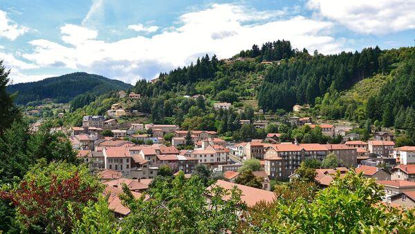 Vue de la ville du Cheylard (Ardèche, France) depuis la route de Saint-Christol (D264). - Sputnik France