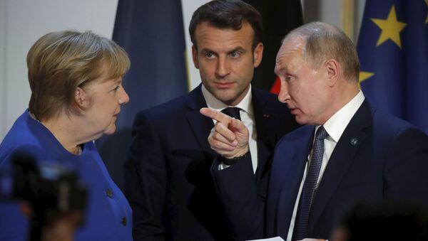 Vladimir Poutine, Emmanuel Macron et Angela Merkel  - Sputnik France