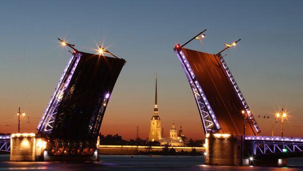 Un pont basculant à Saint-Pétersbourg - Sputnik France