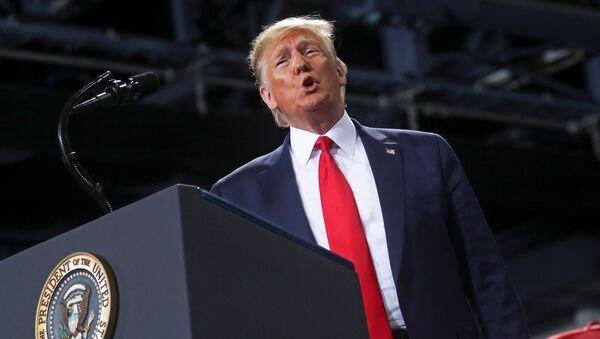 Presidente dos EUA, Donald Trump, fala durante comício de campanha em Battle Creek, Michigan, EUA, 18 de dezembro de 2019 - Sputnik France