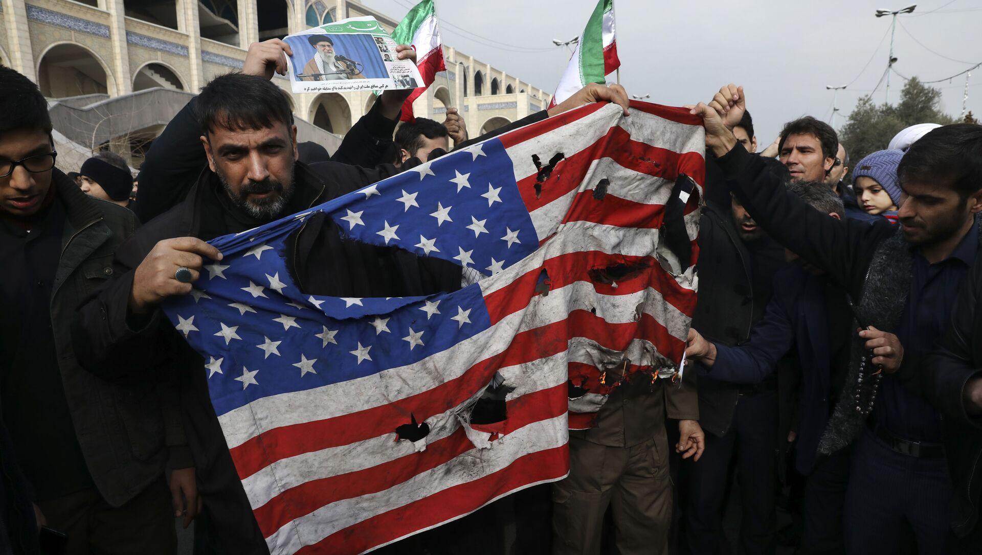Une manifestation en Irak après la frappe US qui a tué le général iranien Qassem Soleimani à Bagdad - Sputnik France, 1920, 30.06.2021