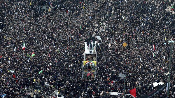 Le cortège funéraire de Qassem Soleimani - Sputnik France