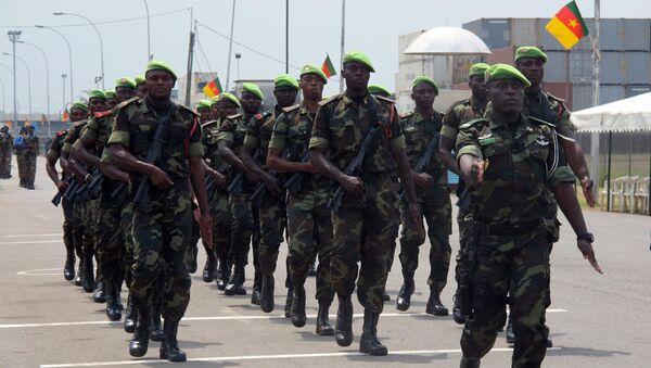 Les troupes camerounaises défilent pour le 50e anniversaire de l'indépendance à Douala. - Sputnik France