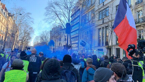Appel national: les Gilets jaunes manifestent de nouveau à Paris pour leur acte 62 - Sputnik France
