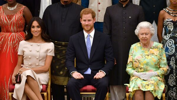 FILE PHOTO: Britain's Queen Elizabeth, Prince Harry and Meghan, the Duchess of Sussex, pose for a picture at in London, Britain June 26, 2018. John Stillwell/Pool via Reuters/File Photo - Sputnik France