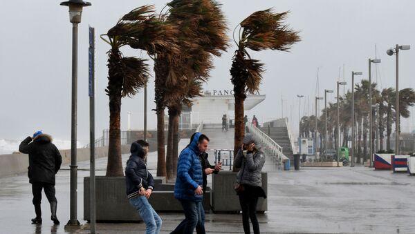 La puissante tempête Gloria s'abat sur l'Espagne et la France  - Sputnik France