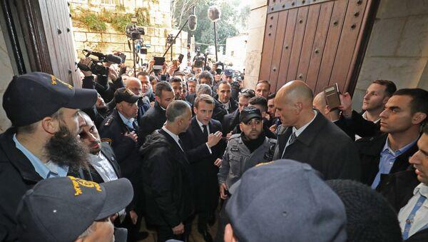 Emmanuel Macron devant la basilique Saint-Anne  - Sputnik France