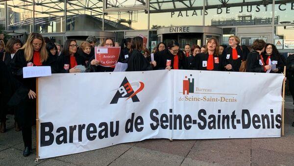 Action des avocats sur le parvis de tribunal de Bobigny contre la réforme des retraites - Sputnik France