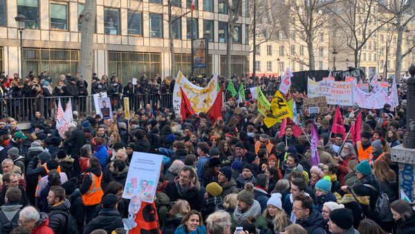 Nouvelle journée de mobilisation contre la réforme des retraites à Paris 24 janvier 2020 - Sputnik France