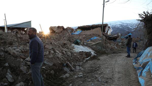 Un village détruit - Sputnik France