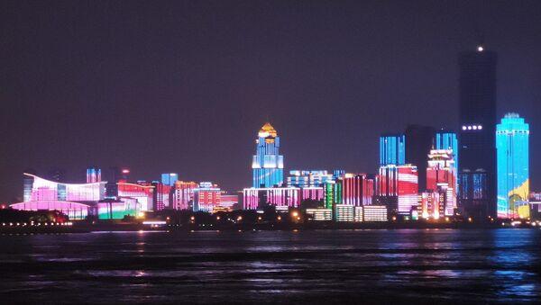Wuhan, vue de nuit au bord du fleuve Yangzi - Sputnik France