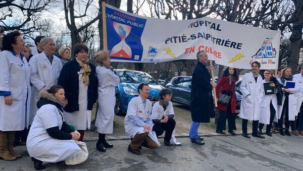 Démission collective de médecins chefs à la Pitié-Salpêtriere pour réclamer davantage de moyens au gouvernement, 4 février 2020 - Sputnik France