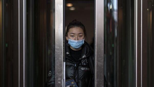 Une passagère d'un vol en provenance de Pékin (archive photo) - Sputnik France