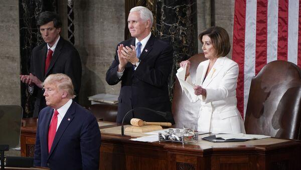 La chef démocrate Nancy Pelosi déchire le discours de Donald Trump - Sputnik France