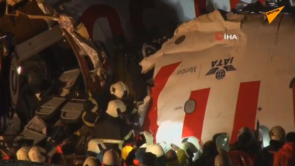 Atterrissage brutal du vol Izmir-Istanbul à l'aéroport international Sabiha Gökçen - Sputnik France