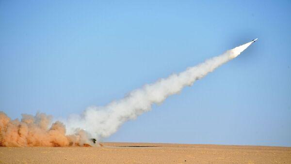 L'armée algérienne procède à des tirs réels engageant le système antiaérien russe BOUK M2E à Tamanrasset, dans le sud de l'Algérie - Sputnik France
