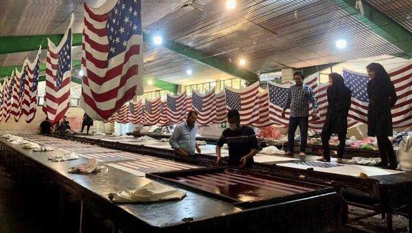تولید پرچم آمریکا در کارخانه دیبا پرچم در شهر خمین - Sputnik France