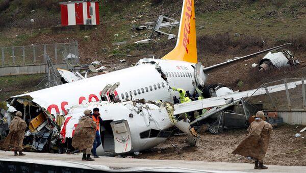 Самолет выкатился за пределы ВВП в Стамбуле - Sputnik France