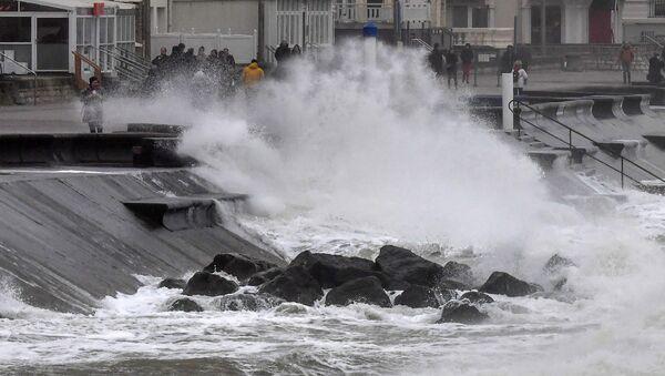 La tempête Ciara sévit en Europe, des victimes et des dégâts matériels à déplorer  - Sputnik France