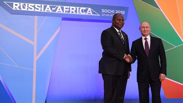 Poutine et le Président centrafricain Faustin-Archange Touadéra - Sputnik France