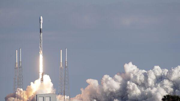 Le lancement de Falcon 9 avec des satellites - Sputnik France