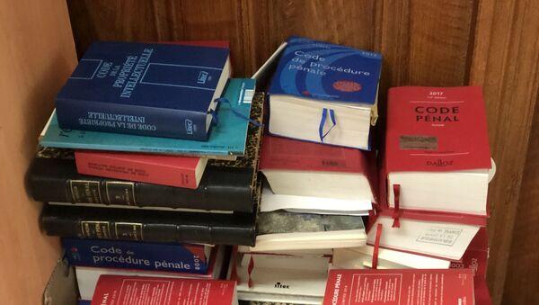 Les exemplaires des livres législatifs dans un couloir du Palais de justice - Sputnik France