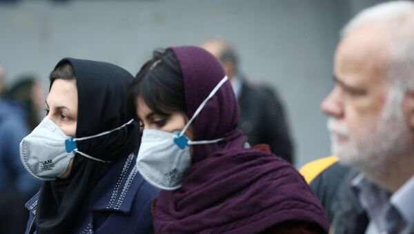 Iranian women wearing protective masks to prevent contracting a coronavirus as they walk at Grand Bazaar in Tehran, Iran February 20, 2020. - Sputnik France