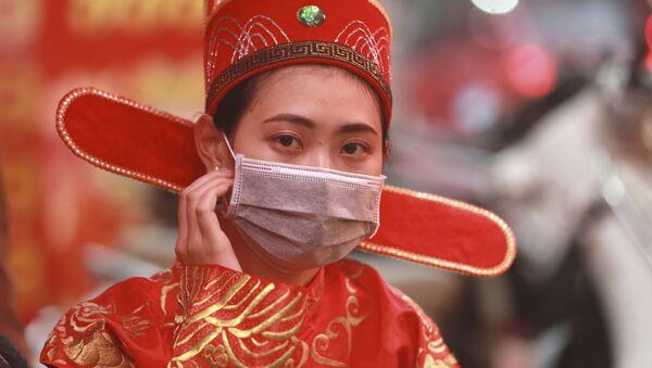 Une femme porte un masque protecteur (image d'illustration) - Sputnik France