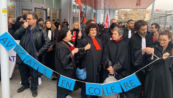 La réforme des retraites : les avocats bloquent le TJI de Paris - Sputnik France