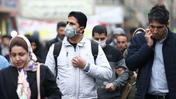 Iranian men wearing protective masks to prevent contracting a coronavirus walk at Grand Bazaar in Tehran, Iran February 20 - Sputnik France