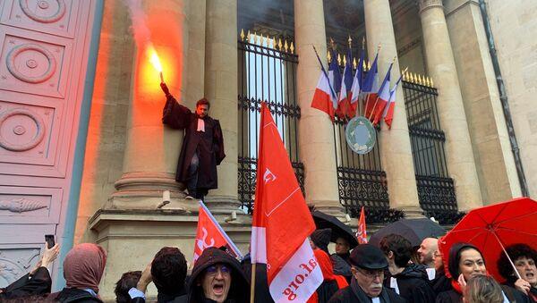 Action des avocats contre la réforme des retraites devant l'Assemblée nationale, 26 février 2020 - Sputnik France