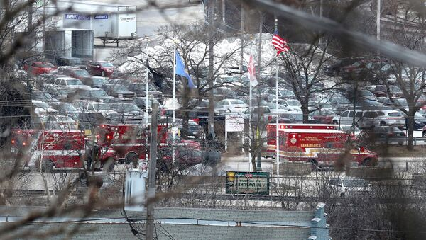 Emergency vehicles are parked near the entrance to Molson Coors headquarters in Milwaukee, Wisconsin, February 26, 2020.  Rick Wood/Milwaukee Journal Sentinel/USA TODAY NETWORK via REUTERS - Sputnik France