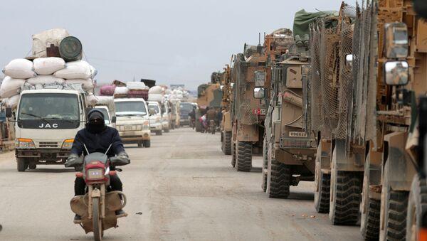 Véhicules militaires turcs près d'Idlib - Sputnik France