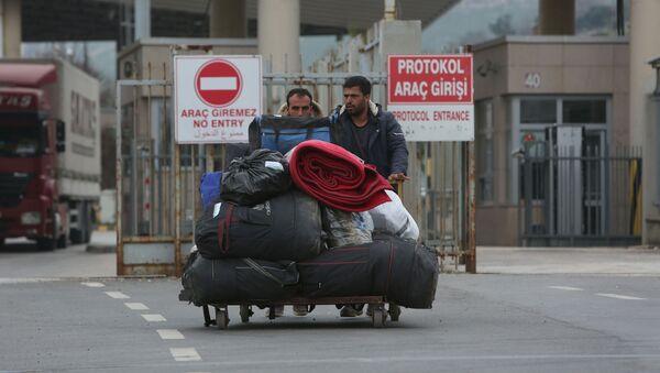 Des migrants quittent la Turquie  - Sputnik France