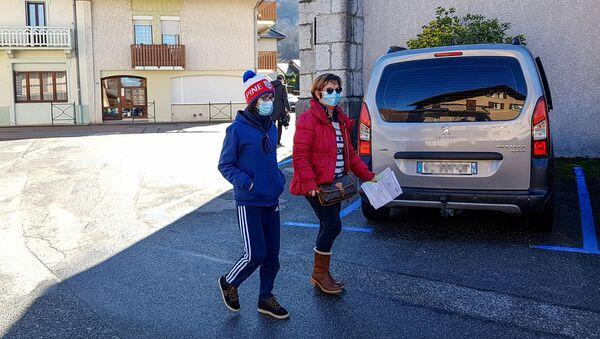 Des personnes portant des masques en France - Sputnik France
