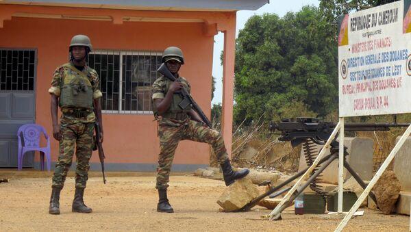 Deux soldats de l'armée camerounaise au poste frontière de Garoua-Boulai. - Sputnik France