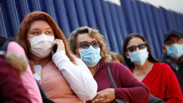 Des femmes portant des masques médicaux - Sputnik France