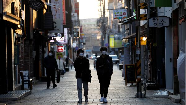 Pedestrians wearing masks amid the rise in confirmed cases of the novel coronavirus disease of COVID-19, make their way at a shopping district in Daegu, South Korea, March 4, 2020 - Sputnik France